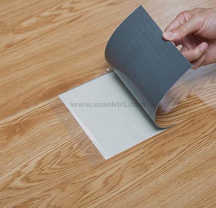 Sàn nhựa dán keo là một trong những dòng sản phẩm của sàn nhựa vân gỗ.