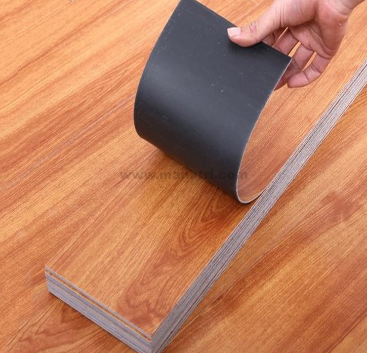 Sàn nhựa dán keo - Vật liệu lót sàn được nhiều gia đình ưa chuộng.