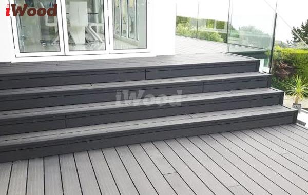 iWood với tính nắng chống thấm nước hiệu quả đem đến sự sang trọng cho hạng mục cầu thang.