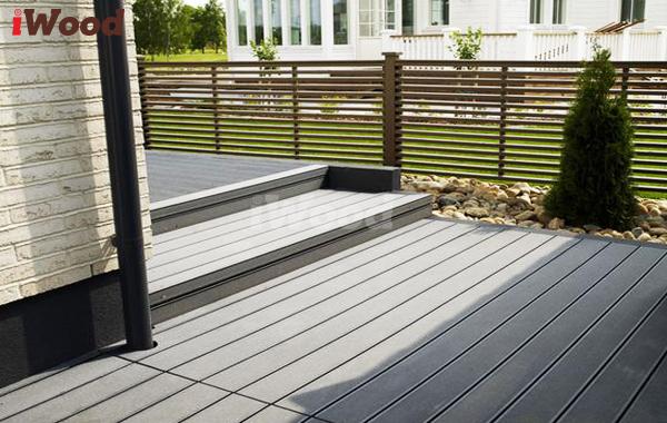 iWood- gỗ nhựa ngoài trời với màu đen sẫm tạo sự mới lạ, sang trọng cho cầu thang nhà bạn.