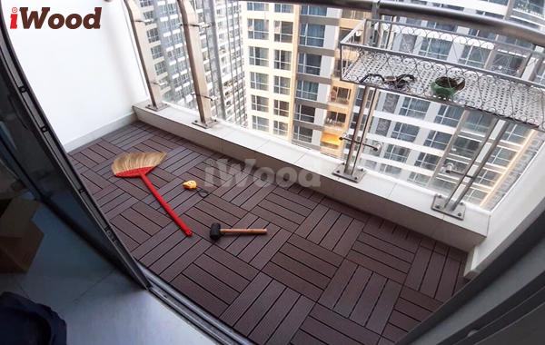 Màu gỗ nhựa sống động, bắt mắt như sàn gỗ tự nhiên.