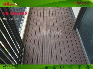 Vỉ gỗ nhựa iWood được lắp đặt tại ban công.