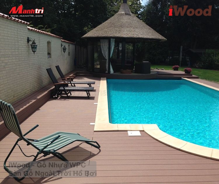 Sự sang trọng và tinh tế của gỗ nhựa ngoài trời mang lại cho ứng dụng hồ bơi.