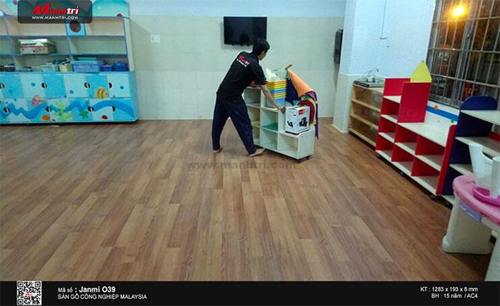Hình ảnh sàn gỗ Janmi lắp đặt trường học