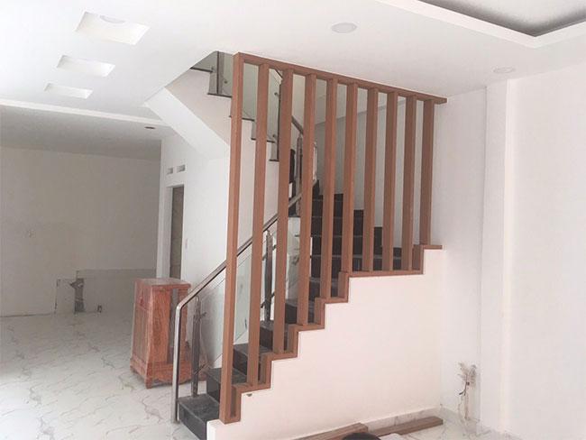 Thanh lam gỗ nhựa iWood trang trí lối đi cầu thang