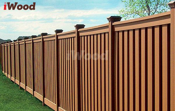 Hàng rào gỗ nhựa có màu sắc sống động như gỗ tự nhiên.