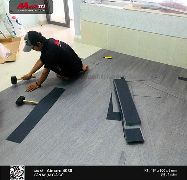 Thi công sàn nhựa dán keo Aimaru mã 4030