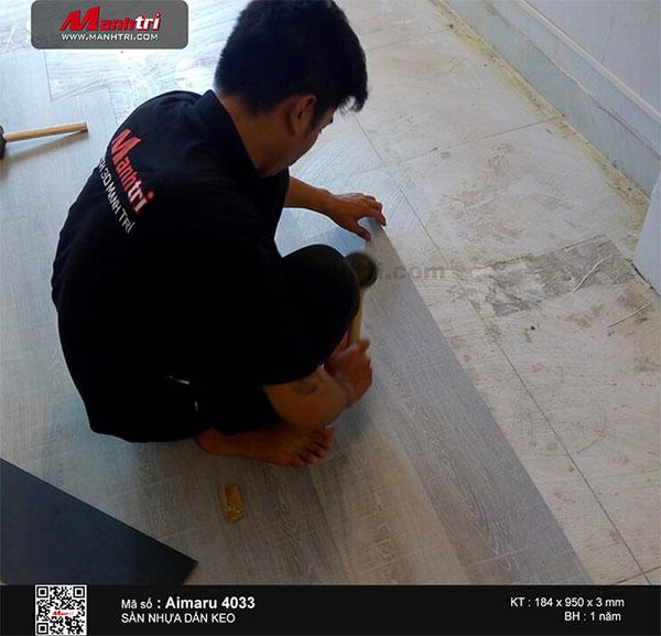 Thi công lắp đặt sàn nhựa dán keo Aimaru mã 4033