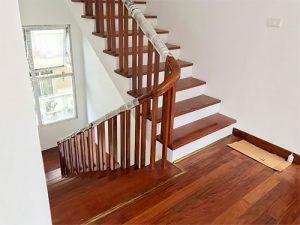 Báo giá ốp gỗ bậc cầu thang