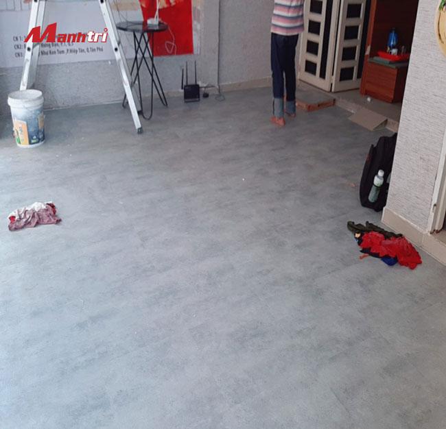 Sàn nhựa vân đá lát sàn quán cà phê