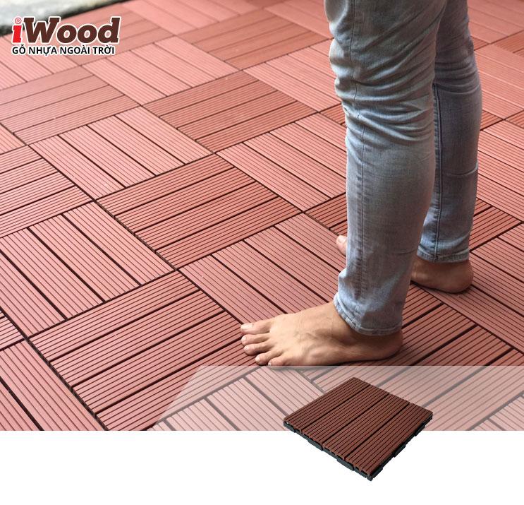 Thi công vỉ gỗ nhựa iWood VN300 Red Brown tại Q11